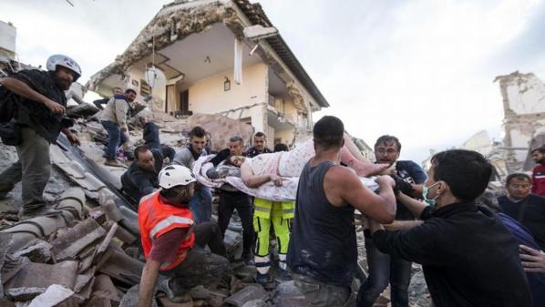 Le bilan du séisme dans le centre de l'Italie passe à 159 morts