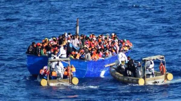 Plus de mille migrants secourus dimanche au large de la Sicile