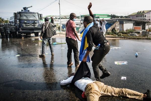 Deux morts à Libreville, la communauté internationale inquiète