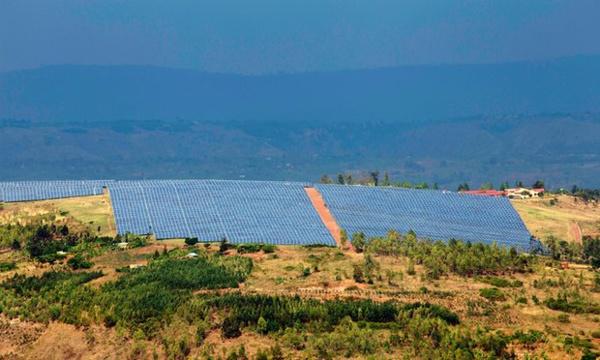 RWANDA - Un parc solaire construit en un temps record éclaire le pays