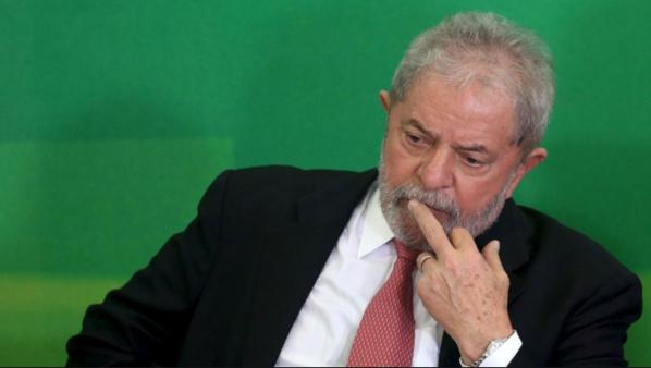 Lula et son épouse inculpés pour corruption au Brésil