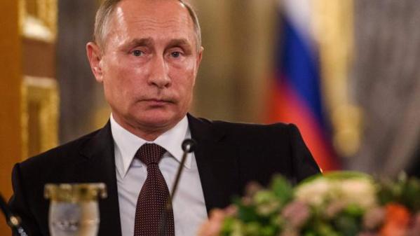 Poutine signe l'accord sur une base aérienne permanente en Syrie