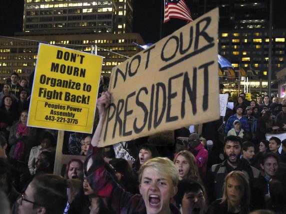 Nouvelles manifestations anti-Trump parfois violentes aux USA