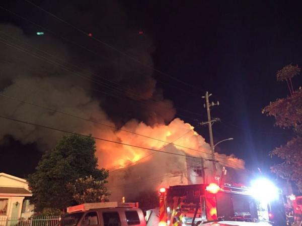 Incendie à Oakland: Vingt-quatre corps retrouvés dans les décombres