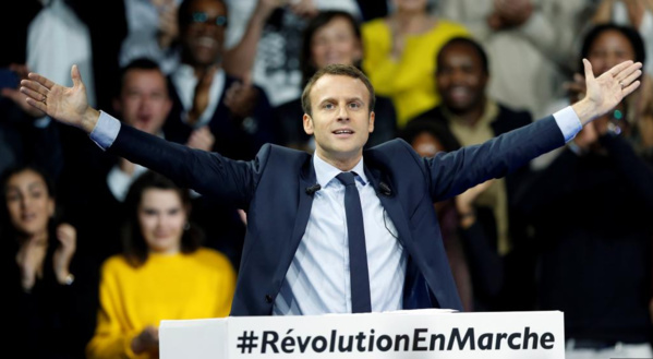 """Démonstration de force de Macron, """"candidat du travail"""""""