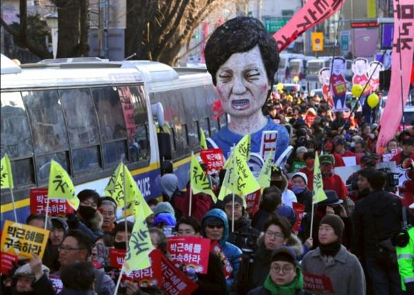Manifestation de joie à Séoul après la destitution de Park