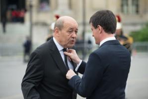 Le Drian apporte son soutien à Valls