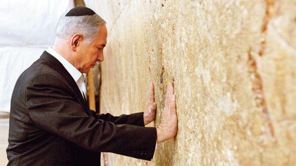 Netanyahu se console devant le Mur des Lamentations