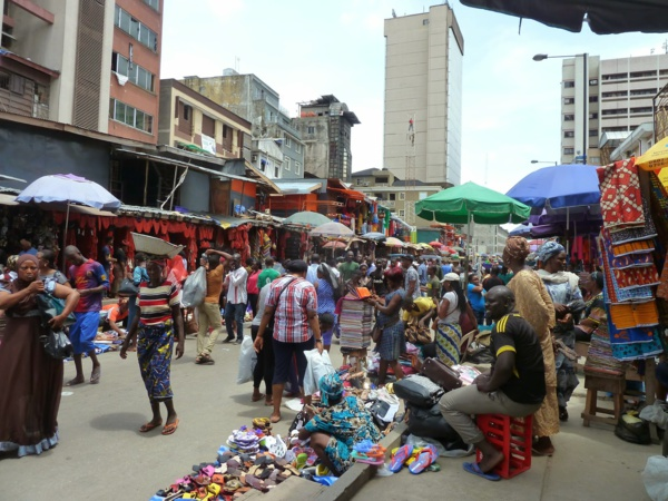 Photo: Thing Link. Le marché de Balogun (Lagos)