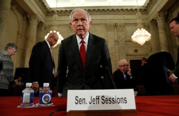 Audience de confirmation houleuse de Sessions devant le Sénat US
