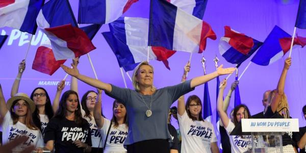 SONDAGE : Marine Le Pen en tête au 1er tour, largement devancée au 2e tour, la surprise Macron, Valls largué