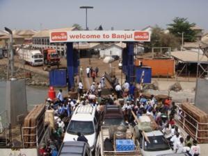 Par crainte de troubles, des milliers de Gambiens fuient au Sénégal et en Guinée-Bissau