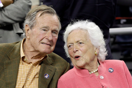 L'ancien président George H. W. Bush et son épouse hospitalisés