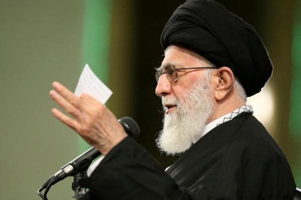 """Trump révèle le """"vrai visage des Etats-Unis"""", selon le guide suprême iranien"""
