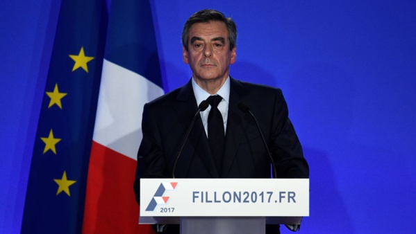 Le Pen (26%) et Macron (20,5%) devancent Fillon (17,5%)