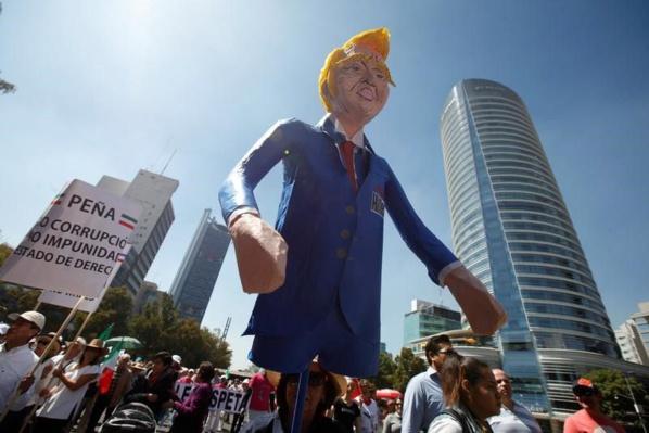 Manifestations au Mexique contre Trump, Peña Nieto pas épargné