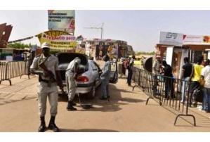 Burkina: deux commissariats attaqués par des jihadistes présumés