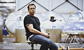 PORTRAIT: Elon Musk, les pieds sur terre et la tête dans les étoiles