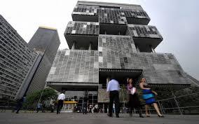 Brésil: 83 demandes d'enquête contre des politiciens liés au scandale Petrobras