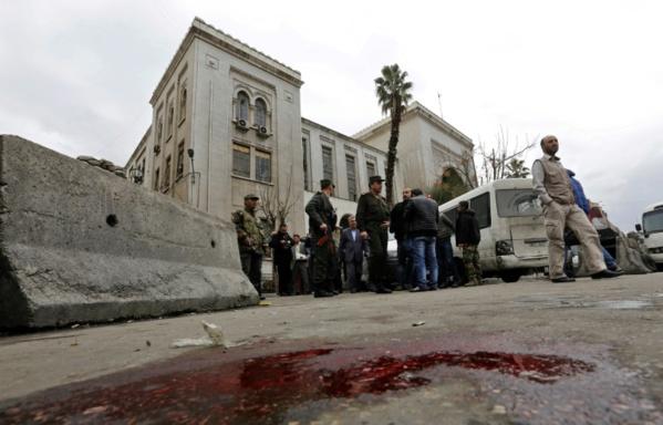 Raids sur une mosquée en Syrie, au moins 42 morts (ONG)