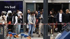 Attaque d'Orly en France : les proches de l'assaillant relâchés