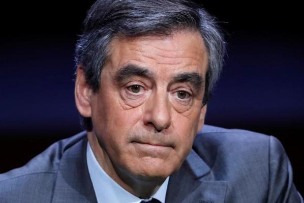 """Fillon fait état de 30.000 euros de """"prêts familiaux"""""""