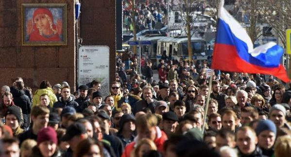 L'opposant Navalny interpellé lors d'une marche anticorruption à Moscou