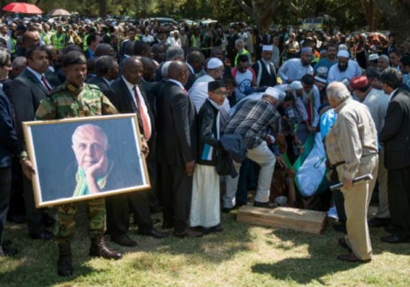 Afrique du Sud: les funérailles de Kathrada virent au meeting anti-Zuma