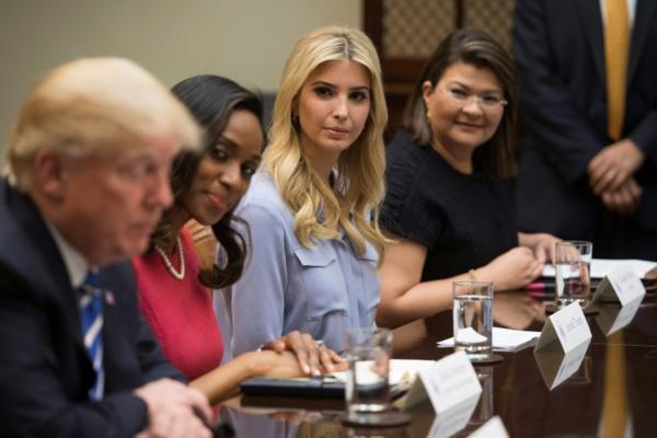 Maison Blanche: Ivanka Trump devient employée fédérale
