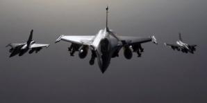 Frappes américaines en Syrie: la Russie dénonce, les alliés approuvent