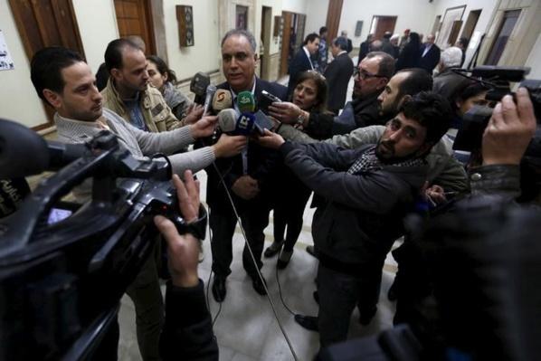 L'attaque contre la base syrienne a fait cinq morts, selon le gouverneur de Homs