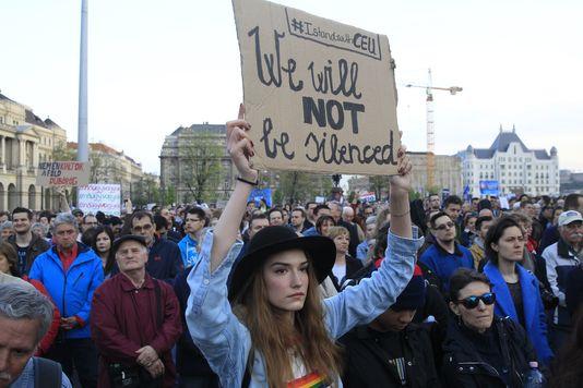 Hongrie : importante manifestation de soutien à l'université Soros