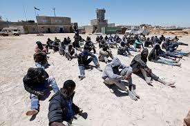 """Des migrants dont des Sénégalais vendus sur des """"marchés aux esclaves"""" en Libye"""