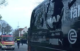 Le bus atteint par les explosions