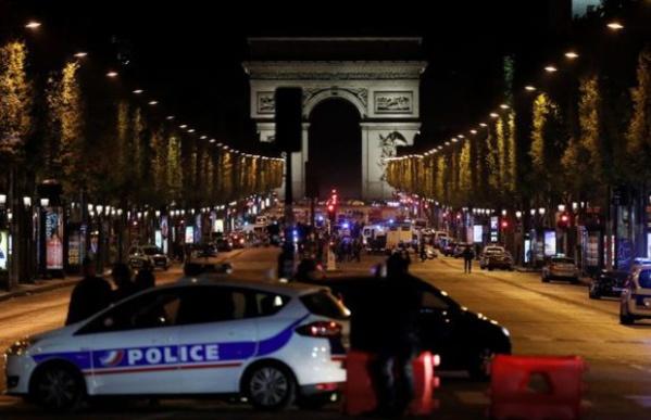 L'assaillant des Champs-Elysées visé par une enquête antiterroriste