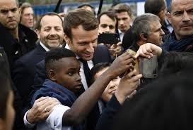 """A Sarcelles, Macron accuse le FN d'être un """"parti xénophobe"""""""