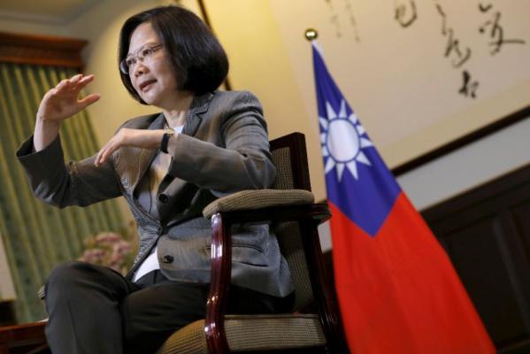 """Pékin salue une """"gifle"""" de Trump à Taïwan"""