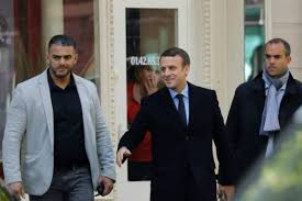 """Macron sommé d'apaiser la colère des """"perdants"""" de la mondialisation"""