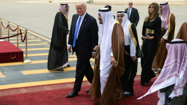 Trump accueilli chaleureusement en Arabie saoudite