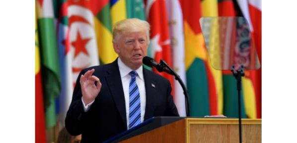 """A Ryad, Trump se veut porteur d'un message """"d'amitié, d'espoir et d'amour"""""""