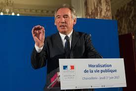 L'affaire Ferrand alourdit la campagne des législatives, selon Bayrou