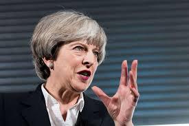 """Royaume-Uni: """"Je vais vous sortir du pétrin"""", dit May aux conservateurs"""