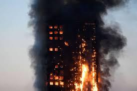 Incendie d'une tour à Londres: au moins 12 morts selon un nouveau bilan