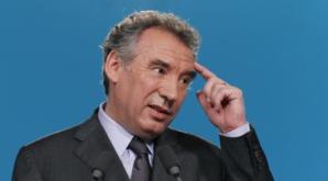 """Le MoDem a """"recasé"""" des salariés à Bruxelles, reconnaît Bayrou"""