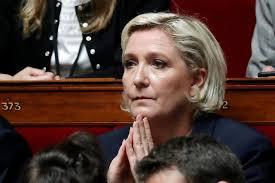 Marine Le Pen mise en examen pour abus de confiance