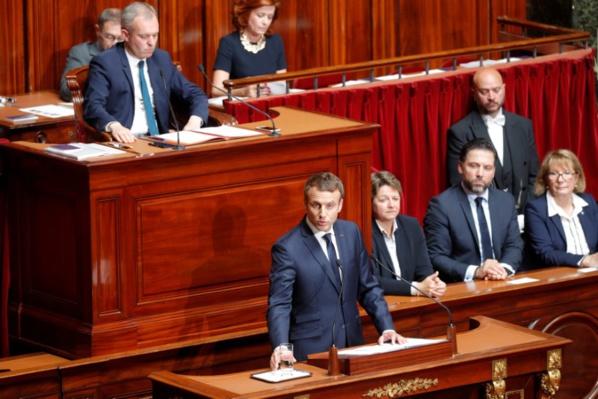 Macron veut réduire d'un tiers les trois assemblées