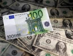 L'euro, aidé par la BCE, se renforce face au dollar