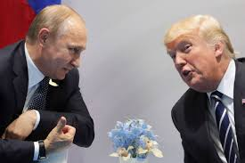 """Ingérences russes aux USA: échange """"très vigoureux"""" entre Trump et Poutine"""