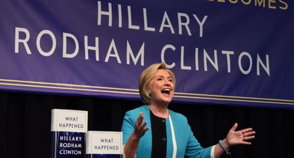 """Hillary Clinton explique comment """"ça s'est passé"""" dans son nouveau livre"""