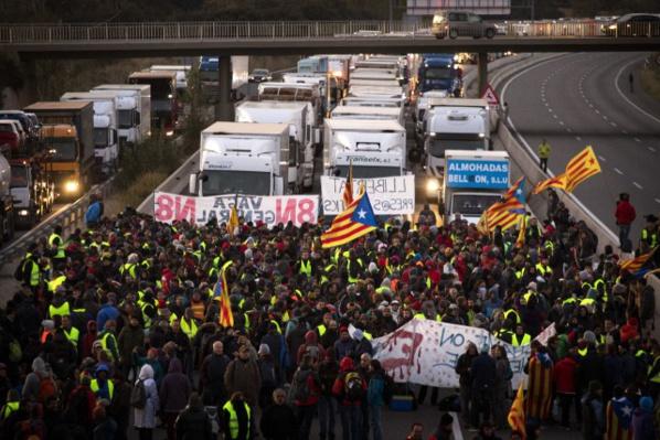 Catalogne: grève, routes et trains bloqués à l'appel d'indépendantistes